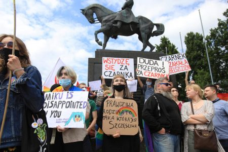LGBT rights at heart of Poland presidential-election fight